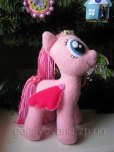 маленькая розовая пони